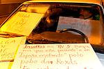 fecha:09-11-2010 Carmen e Iginio delante de los juzgados de Mondoñedo. En huelga de hambre por los continuos reproches y abusos de sus vecinos del pueblo de Roxas, Lugo. En la imagen, durmiendo en el coche. foto:pedro agrelo