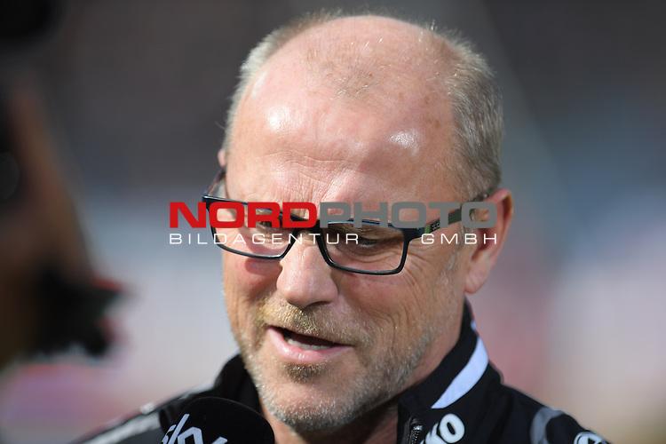 02.04.2016, HDI Arena,  Hannover, GER, 1.FBL, Hannover 96 vs Hamburger SV, <br /> <br /> im Bild / picture shows<br /> Thomas Schaaf (Trainer Hannover 96), <br /> <br /> Foto &copy; nordphoto / Ewert