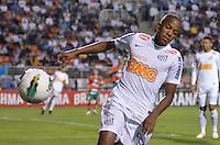 ATENÇÃO EDITOR: FOTO EMBARGADA PARA VEÍCULOS INTERNACIONAIS - SÃO PAULO, SP, 22 DE SETEMBRO DE 2012 - CAMPEONATO BRASILEIRO - SANTOS x PORTUGUESA: Victor Andrade durante partida Santos x Portuguesa, válida pela 26ª rodada do Campeonato Brasileiro no Estádio do Pacaembú. FOTO: LEVI BIANCO - BRAZIL PHOTO PRESS