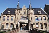Nederland - Leeuwarden - april 2018. De Blokhuispoort is een gebouwencomplex dat tot december 2007 dienst heeft gedaan als gevangenis. Het huidige gebouw is in de tweede helft van de negentiende eeuw gebouwd op de plaats waar al rond 1500 een gevangenis stond. Tegenwoordig zijn er diverse bedrijven, een restaurant en een hostel in gevestigd.    Foto Berlinda van Dam / Hollandse Hoogte
