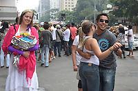 SAO PAULO, 24 DE MARCO DE 2013 - CAMINHADA PARA DOMINGUINHOS - Acompanhados de instrumentos com a sanfona e a zabumba, grupo canta e dança em cortejo pela Avenida Paulista, em homenagen a Dominguinhos, na tarde deste domingo, 24. O musico segue internado no Hospital Sirio Libanes desde o início do ano por causa de uma infecção respiratória e arritmia cardíaca.(FOTO: ALEXANDRE MOREIRA / BRAZIL PHOTO PRESS)