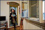 La Mole Antonelliana, a 150 anni dall'inizio dei lavori di costruzione, vista dall'interno delle case dei torinesi. Progetto Fotografico di Marco Saroldi e Michele D'Ottavio 2012/2013.