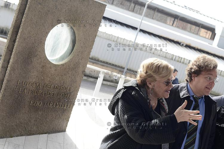 Roma, 27 Marzo 2015.<br /> Carole Beebe Tarantelli e il figlio Luca Tarantelli.<br /> Commemorazione di Ezio Tarantelli nel trentesimo anniversario della sua uccisione da parte delle Brigate Rosse.<br /> Università La Sapienza , facoltà di Economia e Commercio.