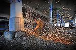 HILVERSUM - In het centrum van Hilversum is Slokker Bouwgroep begonnen met de transformatie van de Campina Melkfabriek. Het uit 1957 daterende gebouw is vanwege de zng functionalistische architectuur sinds 2005 een gemeentelijk monument, en wordt in opdracht van Corporatie Dudok Wonen omgebouwd tot wooncomplex met kantoorruimtes. Met behoud van karakteristieke elementen zoals lange schaaldaken met noklichten, grote open bedrijfshallen, originele houten dubbele deuren met een hoog glas-in-lood raam bouwt Slokker het complex om tot een woonfabriek die ruimte gaat bieden aan 46 woningen waaronder 14 goedkope en 17 luxe huurappartementen rondom de centrale hal, en 7 koopappartementen en 8 eengezinswoningen. Tevens komen er kantoren in het complex. COPYRIGHT TON BORSBOOM