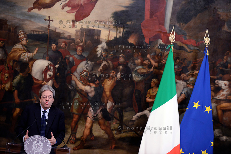 Roma, 4 Maggio 2017<br /> Paolo Gentiloni.<br /> Palazzo Chigi,  cerimonia di firma del Protocollo d&rsquo;intesa sui Call Center, con il Presidente del Consiglio  e il Ministro dello Sviluppo Economico .