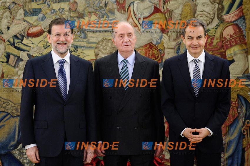 Madrid 21/12/2011.Giuramento del nuovo Primo Ministro Spagnolo Mariano Rajoy a palazzo La Zarzuela. Foto di Gruppo con il Re Juan Carlos e l'ex Primo Ministro Luis Rodriguez Zapatero.Foto Insidefoto / Pool / ALFAQUI