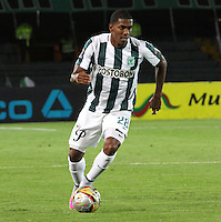 BOGOTA - COLOMBIA - 14-09-2015: Orlando Berrio jugador del Atletico Nacional en accion  contra  el Deportes Tolima  durante partido  por la fecha 12 de la Liga Aguila II 2015 jugado en el estadio Nemesio Camacho El Campin. / Orlando Berrio player of Atletico Nacional   in actions  against of Deportes Tolima  during a match for the twelve date of the Liga Aguila II 2015 played at Nemesio Camacho El Campin stadium in Bogota city. Photo: VizzorImage / Felipe Caicedo / Staff.