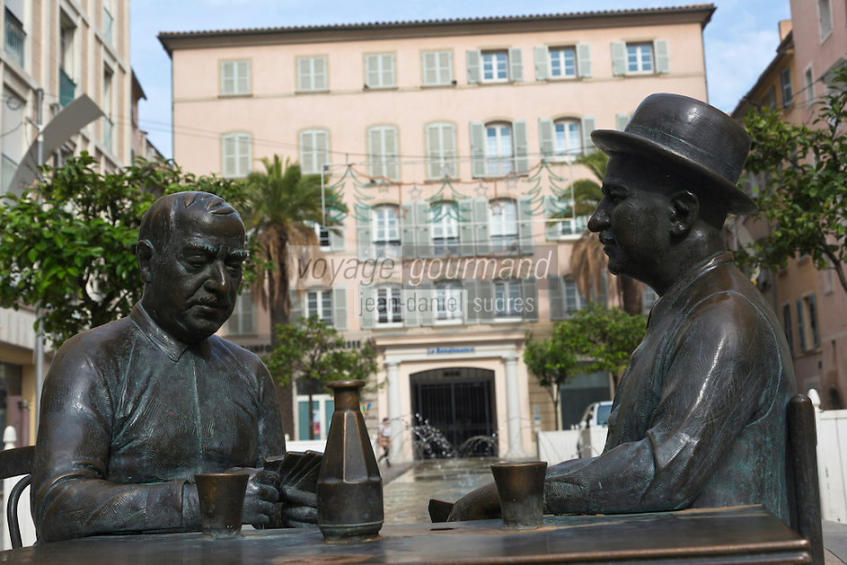 Europe/Provence-Alpes-Côte d'Azur/83/Var/Toulon:  Statue:  La partie de cartes, avec César (Raimu) et (Panisse)  sur la place Raimu  -C'est sans aucun doute l'une des plus célèbres scènes du cinéma français : La partie de cartes de Raimu dans le film : Marius