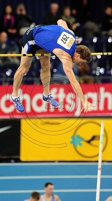 Leichtathletik - DHM 2009 Deutsche Hallenmeisterschaften - ARENA Leipzig - Track and Field - im Bild: Stabhochsprung - Björn Otto überquert erfolgreich die Latte - am Ende reichte es jedoch nicht für einen Podestplatz..Foto: Norman Rembarz..Norman Rembarz, Holbeinstr. 14, 04229 Leipzig, Hypo-Vereinsbank, BLZ: 86020086, Kto: 357889472, Ust. ID.: DE 256991963 St. Nr.: 231/261/06432 !!!!!!  Honorar zuzüglich 7 % Mwst !!!!!!!!