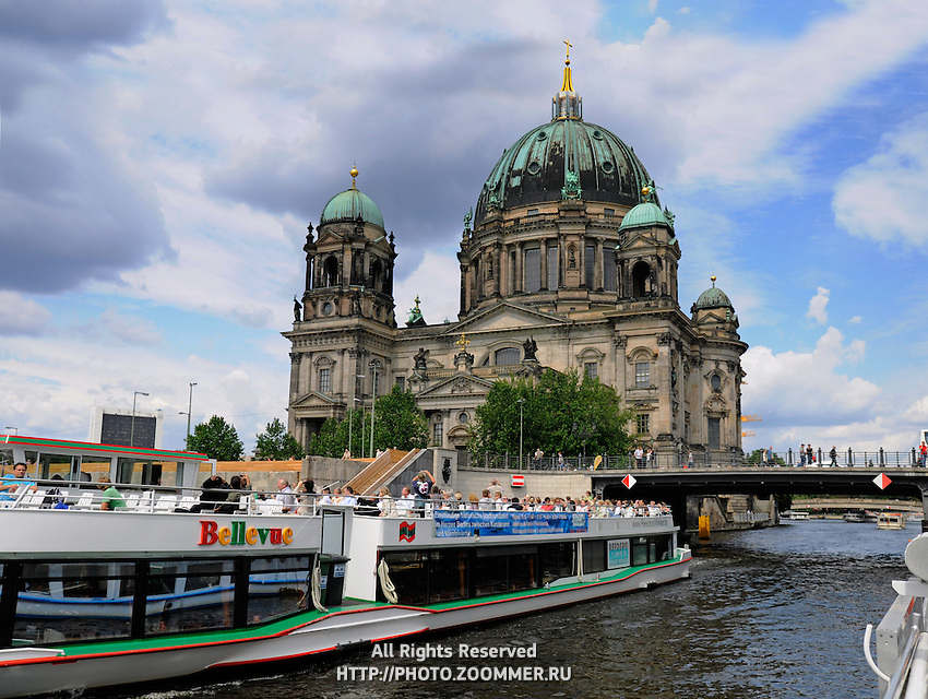 The Berlin Cathedral and the river Spree