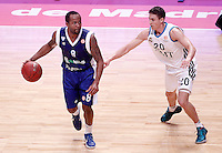 Real Madrid's Jaycee Carroll (r) and Mapooro Cantu's Jerry Smith during Euroleague 2012/2013 match.November 1,2012. (ALTERPHOTOS/Acero) /NortePhoto