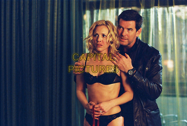 MARIA BELLO & PIERCE BROSNAN.in Shattered .(Butterfly on a Wheel).(Desperate Hours).(The Butterfly ).*Filmstill - Editorial Use Only*.CAP/FB.Supplied by Capital Pictures.
