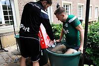 MARIENHOF - Voetbal, Trainingskamp FC Groningen , seizoen 2017-2018, 13-07-2017, FC Groningen speler Mike te Wierik in een ijskoud bad