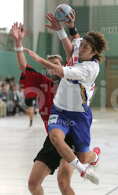 Handball Bundesliga 2005/2006 Vorbereitung Concordia Delitzsch - Stralsunder HV Shinnosuke UEMATSU (Concordia) beim Wurf, Aktion, am Ball.