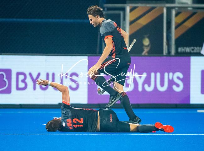 BHUBANESWAR (INDIA) -  Blessure bij Sander de Wijn (Ned)  tijdens Nederland-Canada (5-0) bij het WK Hockey heren.  rechts Bob de Voogd (Ned)  .COPYRIGHT KOEN SUYK