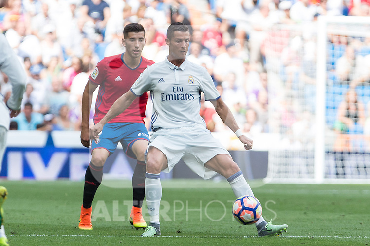 Real Madrid's Cristiano Ronaldo and Club Atletico Osasuna's David Garcia during the match of La Liga between Real Madrid and Club Atletico Osasuna at Santiago Bernabeu Estadium in Madrid. September 10, 2016. (ALTERPHOTOS/Rodrigo Jimenez)