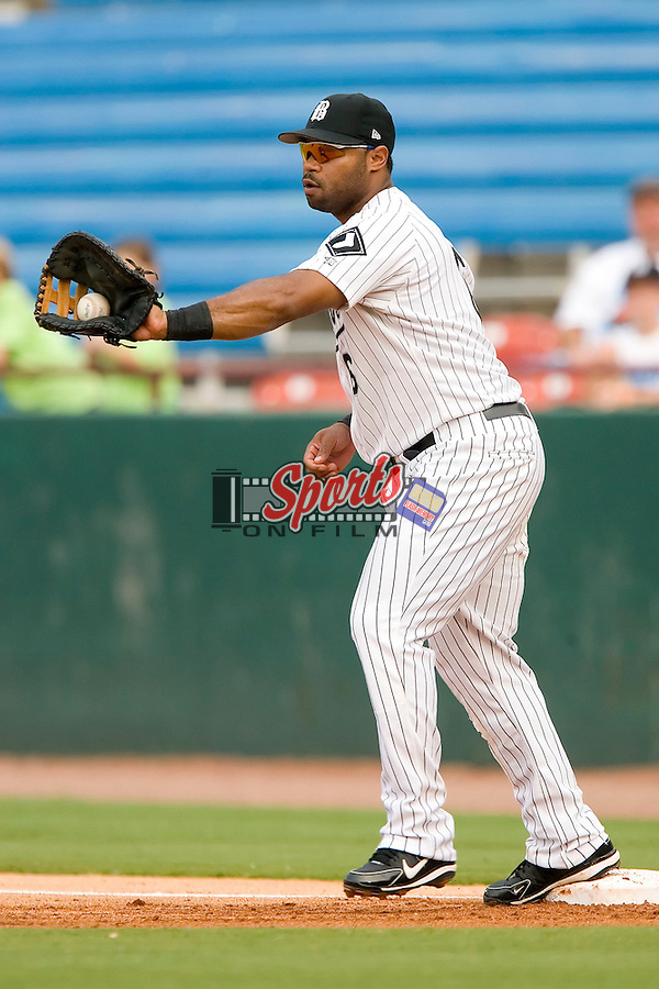 Birmingham Barons first baseman Corey Smith fields a throw versus the Chattanooga Lookouts at Hoover Metropolitan Stadium in Birmingham, AL, Sunday, August 20, 2006.