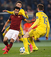 Calcio, Champions League: Gruppo E - Roma vs Bate Borisov. Roma, stadio Olimpico, 9 dicembre 2015.<br /> Roma's Mohamed Salah, left, is challenged by Bate Borisov's Filip Mladenovic and Nemanja Milunovic , right, during the Champions League Group E football match between Roma and Bate Borisov at Rome's Olympic stadium, 9 December 2015.<br /> UPDATE IMAGES PRESS/Riccardo De Luca