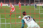 08.03.2019, Stadion an der Wuhlheide, Berlin, GER, 2.FBL, 1.FC UNION BERLIN  VS. FC Ingolstadt 04, <br /> DFL  regulations prohibit any use of photographs as image sequences and/or quasi-video<br /> im Bild f&uuml;hrt1: 0 durch 11m, Sebastian Andersson (1.FC Union Berlin #10), Philipp Tschauner (FC Ingolstadt #22)<br /> <br />      <br /> Foto &copy; nordphoto / Engler