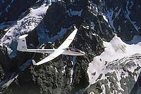 D36: EUROPA, FRANKREICH 09.02.2005:<br /> Im Jahr 1964 baute die Akademische Fliegergruppe Darmstadt, Akafieg, nach dem Entwurf von H.Friess, W.Lemke, G.Waibel, K.Holighaus aus GFK Glasfasekunststoff und Balsa Holz das erste Klappenflugzeug in GFK Bauweise, zur Verwendung kamen die Profile FX 62-K-131 und FX 60-126. Das Flugzeug hat 17,8 Meter Spannweiteund 12,8 m/2 Fl&uuml;gelfl&auml;che.<br /> Es wurden zwei Exemplare gebaut.  Die D36 gilt als Vorbild vieler Segelflugzeuge der Offenen Klasse.