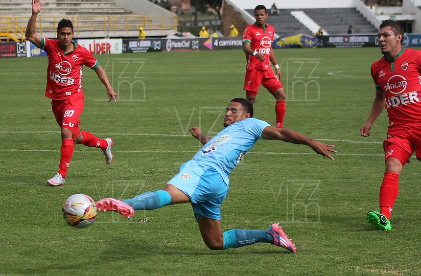 TUNJA -COLOMBIA-23-ABRIL-2016. Acción de juego entre Patriotas FC contra Jaguares FC durante partido por la fecha 14 de Liga Águila I 2016 jugado en el estadio La Independencia./ Action game between  Patriotas FC  against Jaguares FC during the match for the date 14 of the Aguila League I 2016 played at La Independencia stadium in Tunja. Photo: VizzorImage / César Melgarejo  / Contribuidor