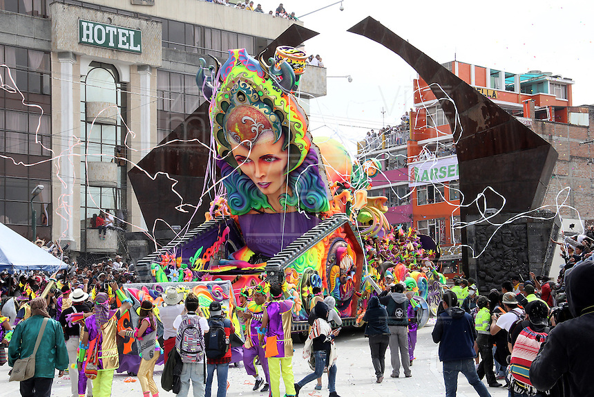 PASTO - COLOMBIA: 06-01-2017. Thousands of locals and tourists enjoyed the Grand Parade which was held along the main streets of the city, at the southwest of the country, on this day the carnival farmers and artists gather to show their talent and creations, declared World's Heritage by the Unesco in 2010. Photo: VizzorImage / Leonardo Castro / Cont.