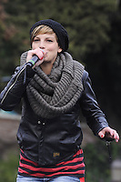 """Roma, 11 Dicembre 2011.Piazza del Popolo.Manifestazione delle donne per la partecipazione femminile in politica e economia..Da """"Se non ora quando?"""" a """"Se non ora chi?"""". Emma Marrone"""