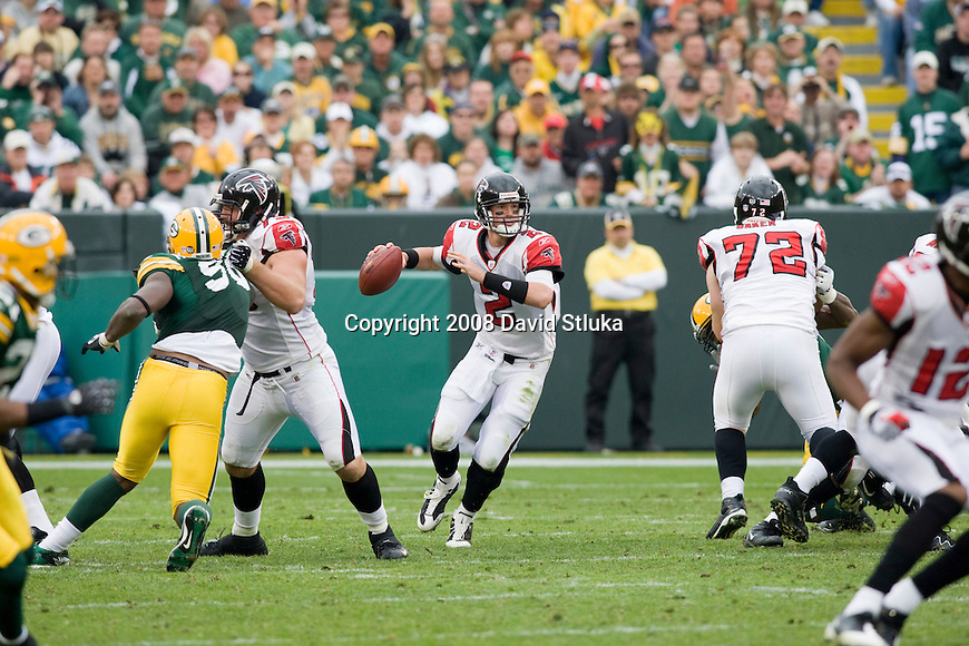 GREEN BAY, WI - OCTOBER 5: Quarterback Matt Ryan #2 of the Atlanta Falcons prepares to throw a pass against the Green Bay Packers at Lambeau Field on October 5, 2008 in Green Bay, Wisconsin. The Falcons beat the Packers 27-24. (Photo by David Stluka)