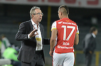 BOGOTÁ -COLOMBIA, 19-07-2015. Gerardo Pelusso técnico  de Independiente Santa Fe da instrucciones a Juan D Roa durante partido entre Independiente Santa Fe y Cucuta Deportivo por la fecha 2 de la Liga Aguila II 2015 jugado en el estadio Nemesio Camacho El Campin de la ciudad de Bogota. / Gerardo Pelusso coach of Independiente Santa Fe gives directions to Juan D Roa during a match between Independiente Santa Fe and Cucuta Deportivo for the second date of the Liga Aguila II 2015 played at the Nemesio Camacho El Campin Stadium in Bogota city. Photo: VizzorImage/ Gabriel Aponte / Staff