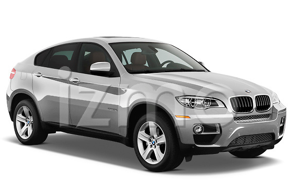 Passenger side front three quarter view of a 2013 BMW X6 xDrive35i .