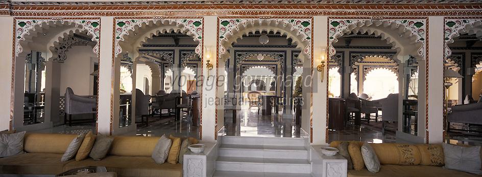 Asie/Inde/Rajasthan/Udaipur : Hôtel Taj Lake Palace sur le lac Pichola - Bar du patio