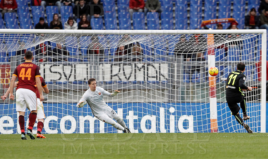 Calcio, Serie A: Roma vs Hellas Verona. Roma, stadio Olimpico, 17 gennaio 2016.<br /> Hellas Verona&rsquo;s Giampaolo Pazzini, right, scores the equalizer goal on a penalty kick during the Italian Serie A football match between Roma and Hellas Verona at Rome's Olympic stadium, 17 January 2016. The game ended 1-1.<br /> UPDATE IMAGES PRESS/Isabella Bonotto
