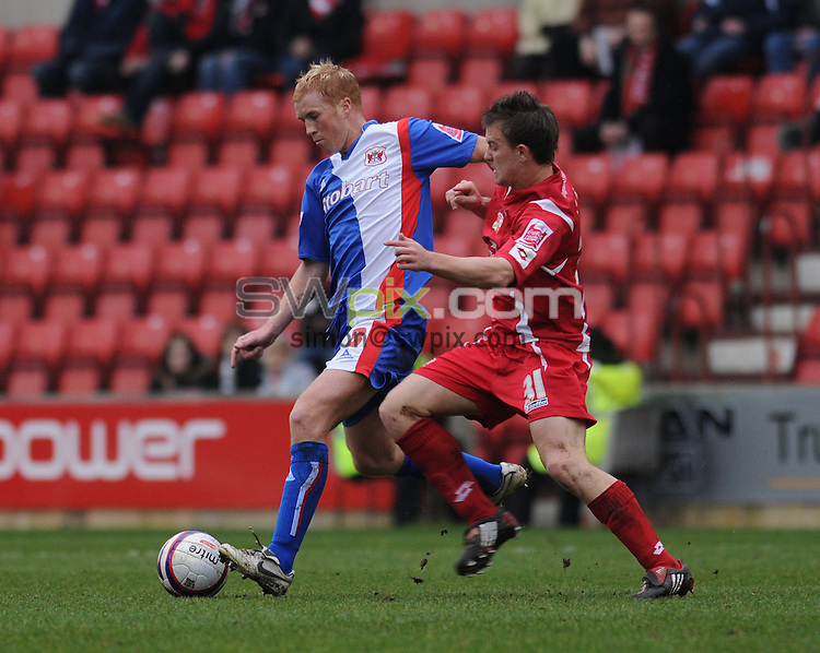 Picture by Howard Roe/SWpix.com. Football, Coca Cola League 1, Swindon v Carlisle 15/03/08 3.00 pm K.O..copyright picture>>simon wilkinson>>07811267706>>..Swindon's Simon Cox challenges Carlisle's Chris Lumsdon  for the ball
