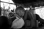Cuidado com o Homem e a natureza é a receita para combater as doenças negligenciadas que coloca em risco milhões de vidas no mundo. Só no Brasil a malária tem oito milhões de casos por ano , com cerca de 14 mil mortes. Na América latina a doença de Chagas , endêmica em 21 países mata mais que qualquer outra doença parasitária, incluindo a malária. Ela já chegou a países desenvolvidos como Austrália , Canadá , Japão , Espanha e Estados unidos por causa do aumento da migração de latino americanos que não sabem que estão infectados. O Alerta é do DNDI (Drugs for Neglected Diseases Initiative - DNDi é a sigla em inglês para Iniciativa de Medicamentos para Doenças Negligenciadas, que é parceiro da Fiocruz e de vários hospitais na América Latina)..                       As doenças negligenciadas são aquelas doenças que afetam as populações mais empobrecidas dos países menos desenvolvidos do mundo, e, portanto, não despertam a atenção de governos e indústrias, por não se tratarem de um mercado lucrativo para as empresas, nem de apoio político substancial para os governos. As doenças tropicais como a malária, a doença de Chagas, a doença do sono (tripanossomíase humana africana (THA), a leishmaniose visceral (LV), a filariose linfática, o dengue e a esquistossomose continuam sendo uma das principais causas de morbidade e mortalidade em todo o mundo. .