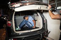 S&Atilde;O PAULO, SP, 15.03.2016 -  <br /> Tr&ecirc;s homens assaltaram uma loja das Casas Bahia no Shopping Santa Cruz, na Vila Mariana, zona sul de S&atilde;o Paulo, no come&ccedil;o da noite dessa ter&ccedil;a, 15. Houve tiroteio com a pol&iacute;cia e um suspeito acabou preso. Ningu&eacute;m ficou ferido.  (Foto: Rog&eacute;rio Gomes/Brazil Photo Press)