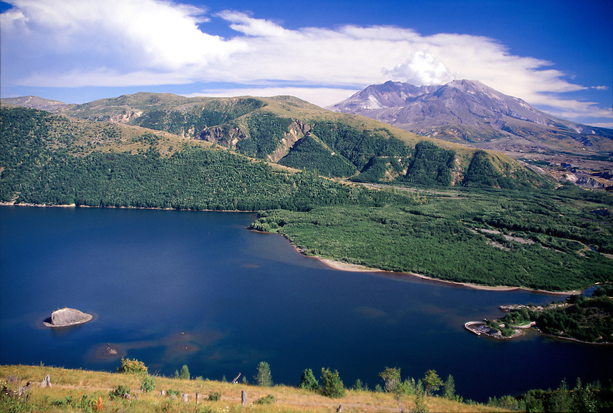 Mt. St. Helens and Coldwater Lake, Mt. St. Helens National Volcanic Monument, Washington, US
