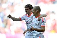 FUSSBALL   1. BUNDESLIGA  SAISON 2011/2012   33. Spieltag FC Bayern Muenchen - VfB Stuttgart       28.04.2012 Thomas Mueller (li.) mit Arjen Robben (FC Bayern Muenchen)