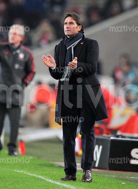 Fussball 1. Bundesliga:  Saison   2011/2012    16. Spieltag VfB Stuttgart - FC Bayern Muenchen  11.12.2011 Trainer Bruno Labbadia (VfB Stuttgart)