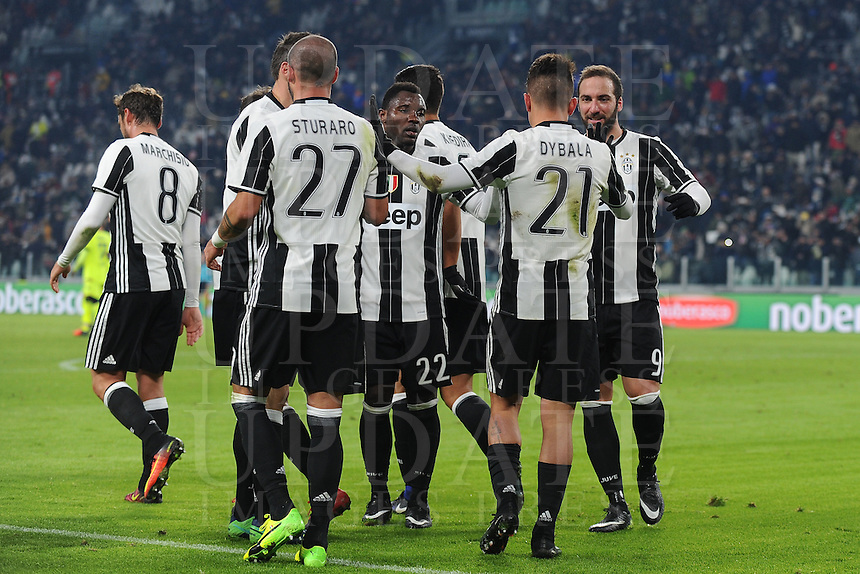 Calcio, Serie A: Juventus vs Bologna. Torino, Juventus Stadium, 8 gennaio 2017.<br /> Juventus' Paulo Dybala, second from right, celebrates with teammates after scoring on a penalty kick during the Italian Serie A football match between Juventus and Bologna at Turin's Juventus Stadium, 8 January 2017. Juventus won 3-0.<br /> UPDATE IMAGES PRESS/Manuela Viganti