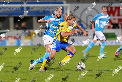 2012-10-27 / Voetbal / seizoen 2012-2013 / Westerlo - Tubeke / Phillippe Janssens (Westerlo) met Philippe Liard in de rug..Foto: Mpics.be