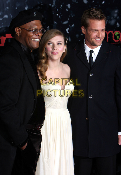 "SAMUEL L. JACKSON, SCARLETT JOHANSSON & GABRIEL MACHT .""The Spirit Los Angeles Premiere held at Grauman's Chinese Theater, Hollywood, California, USA..December 17th, 2008.half length white cream strapless dress silver suit black coat jacket hat .CAP/ADM/CH.©Charles Harris/AdMedia/Capital Pictures"