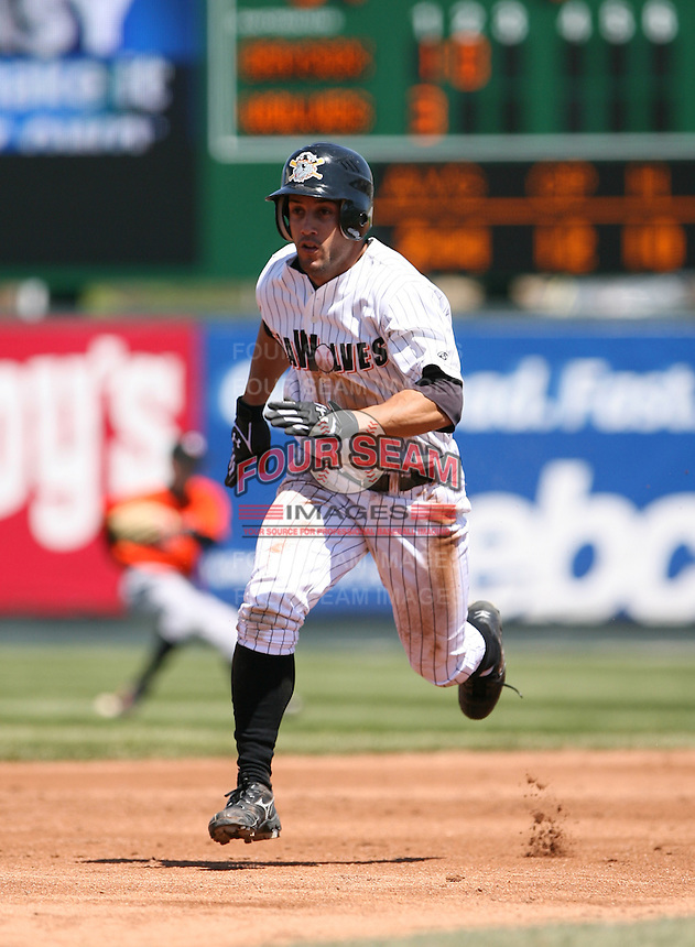 2007:  Andres Torres of the Erie Seawolves runs to third base vs. the Bowie Baysox in Eastern League baseball action.  Photo by Mike Janes/Four Seam Images