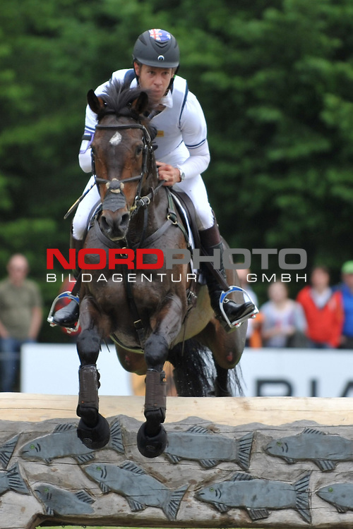 01.06.14, Luhmuehlen, GER, Reiten, Vielseitigkeitspruefung CCI 4*,  im Bild Christopher Burton (AUS) auf Tempranillo am Jeep-Komplex// <br /> Foto &copy; nordphoto/ Witke *** Local Caption ***