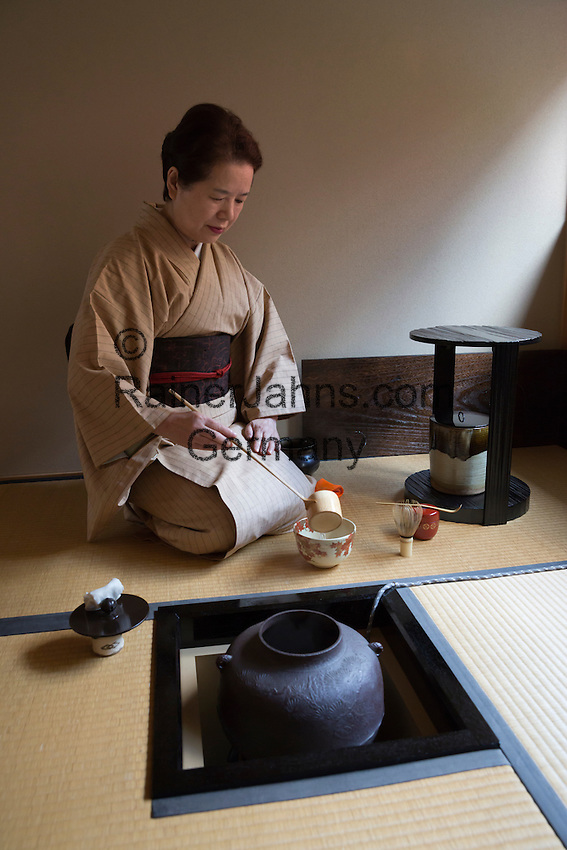 Japan, West Honshu, Kansai, Kyoto: Japanese Tea Ceremony | Japan, West-Honshu, Kansai, Kyoto: japanische Teezeremonie