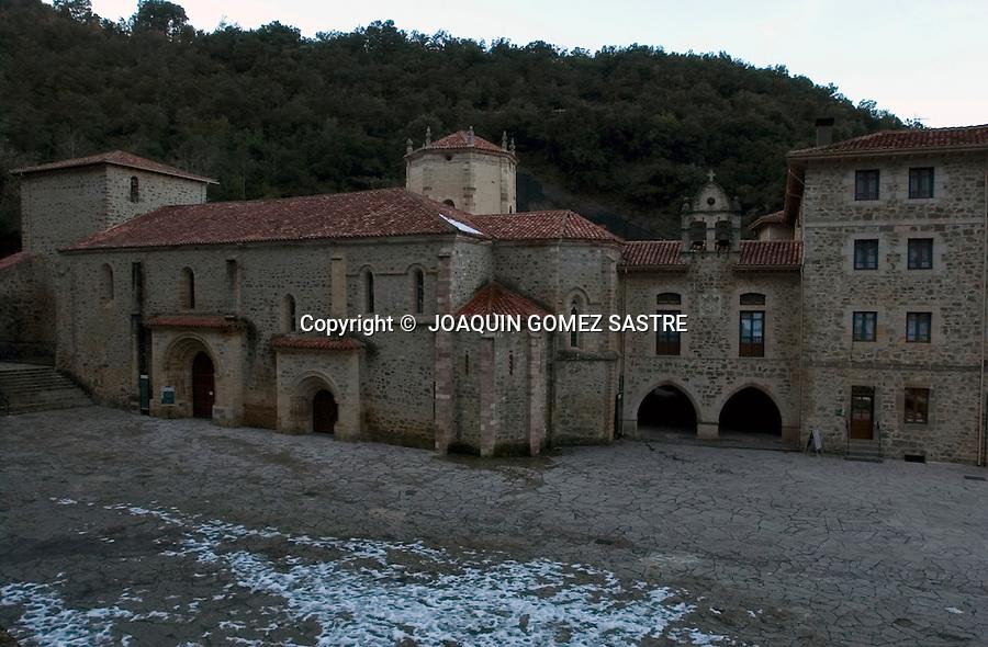 Vista del monasterio de Santo Toribio en Liebana,muy cerca de potes  donde cada 4 años  se hace la perigranacion parta obtener el perdon,en el denominado año jubilar lebaniego..foto ©  JOAQUIN GOMEZ SASTRE