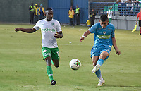 MONTERIA - COLOMBIA, 28-07-2019: Juan Silgado de Jaguares disputa el balón con Yerson Candelo de Nacional durante partido por la fecha 3 de la Liga Águila II 2019 entre Jaguares de Córdoba F.C. y Atlético Nacional jugado en el estadio Jaraguay de la ciudad de Montería. / Juan Silgado of Jaguares struggles the ball with Yerson Candelo of Nacional during match for the date 3 as part Aguila League II 2019 between Jaguares de Corrdoba F.C. and Atletico Nacional played at Jaraguay stadium in Monteria city. Photo: VizzorImage / Andres Rios / Cont