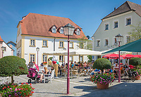 Deutschland, Bayern, Mittelfranken, Naturpark Altmuehltal, Treuchtlingen: Eisdiele in der Marktgasse | Germany, Bavaria, Middle Franconia, Nature Park Altmuehl Valley, Treuchtlingen: ice cream parlour at lane Marktgasse