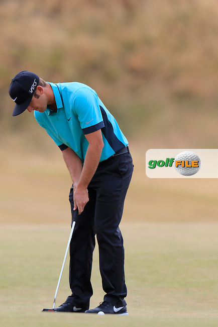 Kevin Chappell (USA) putts on the 1st green during Thursday's Round 1 of the 2015 U.S. Open 115th National Championship held at Chambers Bay, Seattle, Washington, USA. 6/18/2015.<br /> Picture: Golffile | Eoin Clarke<br /> <br /> <br /> <br /> <br /> All photo usage must carry mandatory copyright credit (&copy; Golffile | Eoin Clarke)