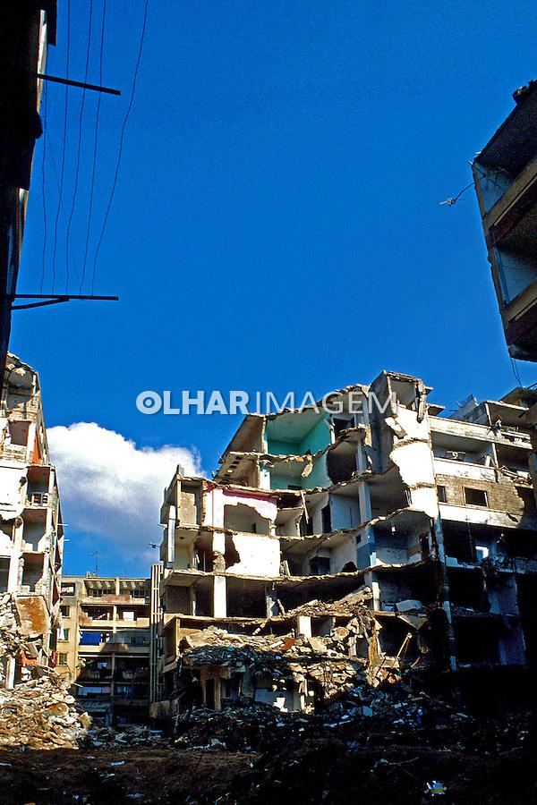 Bairro palestino bombardeado em Beitute, Libano. 1982. Foto de Juca Martins.