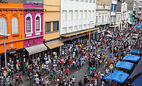 SAO PAULO, SP, 22 DEZEMBRO 2012 - COMERCIO RUA 25 DE MARCO - consumidores vão às compras de Natal na Rua 25 de Março, área de comércio popular no centro de São Paulo, neste sábado (22).  PHOTO: VANESSA CARVALHO - BRAZIL PHOTO PRESS